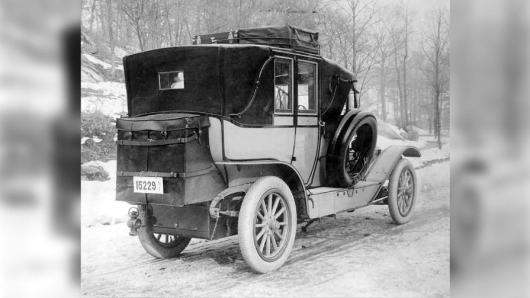 Pierce-Arrow Touring Landau